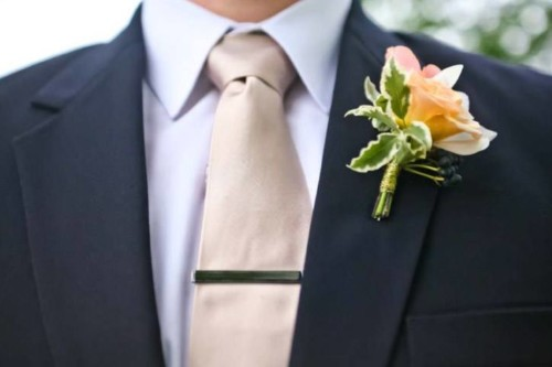 Rae romantic collection boutonniere